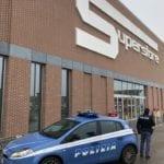 Rubano al supermercato e aggrediscono la vigilanza: arrestati 31enni a Verona