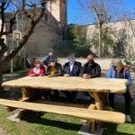 Amia, tavoli e panchine con legno riciclato nei parchi della città