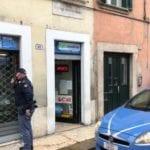 Si introducono in negozi: 3 pregiudicati arrestati dalla Polizia